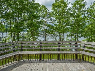 Great lakefront & private dock close to DCL State Park!