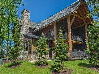 Ski In/Ski Out duplex within minutes from lake activities!