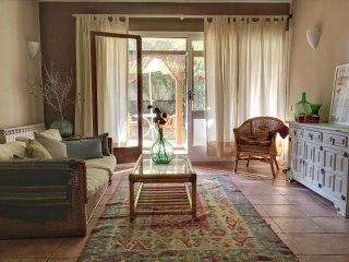 Quiet, spacious appartment with large terrace and patio