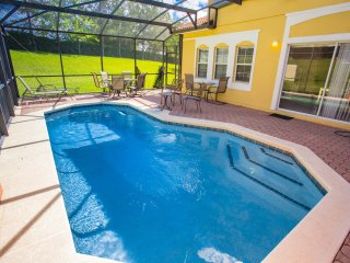 Quiet and well maintenanced vacation villa with pool!