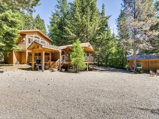 SNOW! 50% OFF *Secluded Cabin,Hot Tub, Cvrd Patio w/ Fire Table, Nr Suncadia