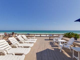 SPRING DISCOUNT  Beach Front Home 4bed/3baths/Sleeps 12/ Beach Set up/Ping pong