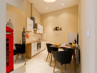 1-6 pers, Super Central 95 nm2 Design Apartment , 2 BR, . M2,4, tram 4 and 6