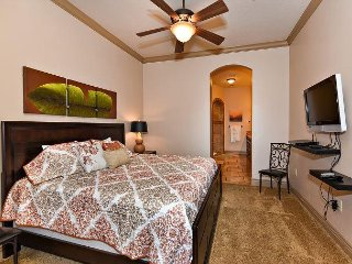 B4-Stay next to the Pool- 3bed/2bath with Resort Amenities Sleeps 6