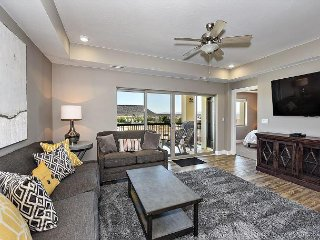 Close to downtown St George and mountain biking trails. Great for families!