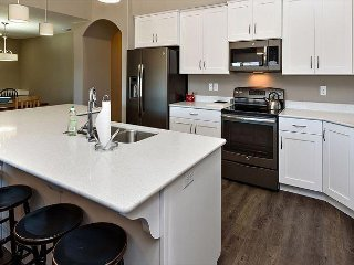 S401 - Luxury 3 Bed 2 Bath Suite Sleeps 8