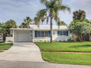 Enjoy the Simple Florida Lifestyle! Bright & Airy Beach-Side Bungalow, Florida