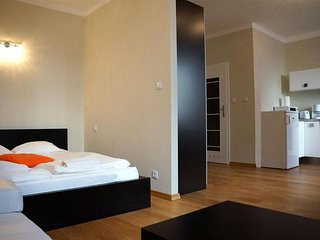 M23 apartment in Stare Miasto with WiFi & airconditioning.