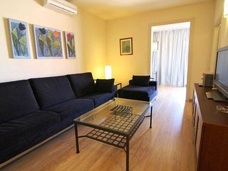 Spacious Miró B apartment in Eixample Esquerra with WiFi & lift.