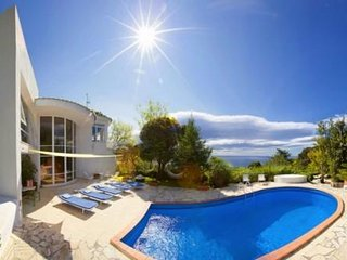 Luxury villa with sea view and pool - 4 bedrooms