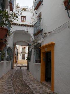 Calleja del Indiano, una de las más típicas de Córdoba, donde se encuentra situado el apartamento