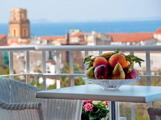 Sea-view central house in Sorrento - 2 bedrooms
