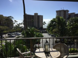 Steps from the beach - beautiful Kahana Manor condo in West Maui