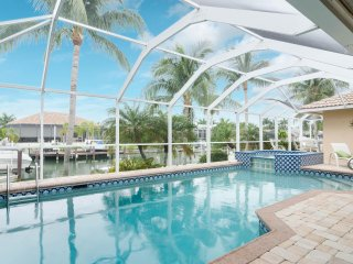 New!! Great family vacation- private dock, pool and spa - great neighborhood