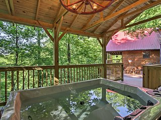 Sevierville Resort Cabin w/Private Deck & Hot Tub!