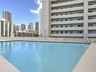 NEW! Honolulu Studio w/ Community Pool & Hot Tub!