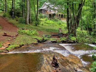 New! 4BR Sapphire Home on 3 Acres w/Waterfalls!