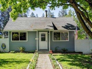 Cozy Coeur d'Alene Home w/Hot Tub - Walk Downtown!