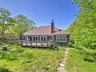 Hamptons House w/Deck Near Shopping & Beaches!
