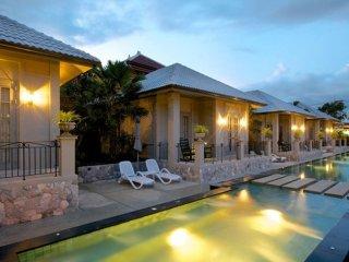 Pattaya Retreat Villas 9 bedrooms sleeps 18