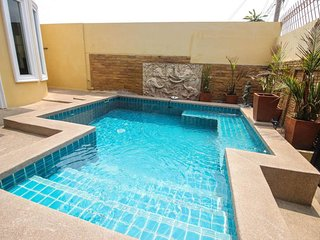 Pattaya 7 Bedroom Villa Sleeps 14 by HVT