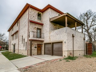 Amazing 4 Bedroom Home Central Dallas