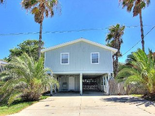 3/2 house right in the heart of Port Aransas! Walking distance to the beach!
