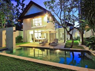 Classical Stylish 3 Bedroom Villa, Central Seminyak'