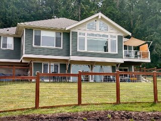 Peaceful home in Langley at Lone Lake (3 bed, 1 full, 2 half bath)