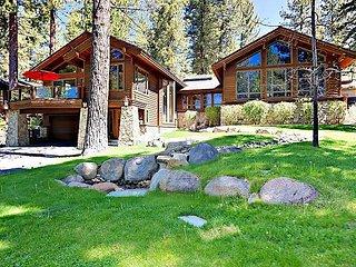 Luxury 5BR w/ Private Hot Tub, Sauna, Game Room & 2 Decks -1 Block to Beach