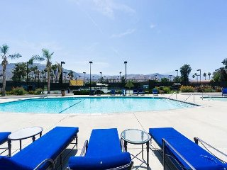2BR Condo on Golf Course w/ Private Hot Tub - On-Site Pools & Spa