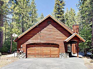 3BR Tahoe Donner w/ Large Fireplace & Deck – Close to Dining & Recreation