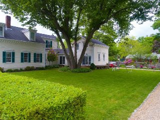 Quaint carriage house on lovely property just moments from Merrimack River!