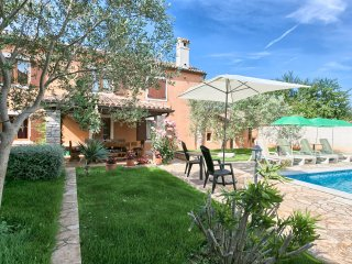 Nice and comfortable house with Pool near Pula