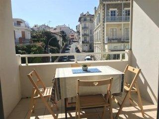 Appartement Bere Naia : vacances en centre-ville, plages et commerces a pied
