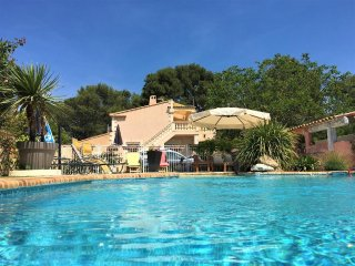 Spacious flat near Aix with pool, WiFi
