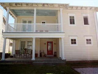 Spacious, 6BR 4 Full BA Home in Rehoboth Just 2 blocks to the Beach, 5 Mins to