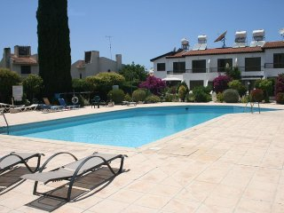 Xenia's Apartment, common swimming pool, 400m from the sea