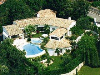 Provencal villa w/ pool & tennis