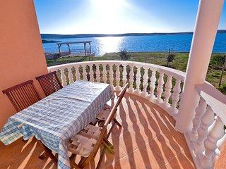 Sunny apartment w/sea views & WiFi