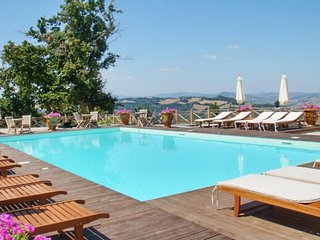 Luxury flat near Urbino with pool