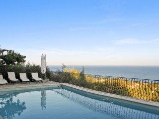Stunning house w/ swimming pool
