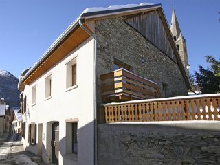 Chalet with 5 bedrooms in Mont-de-Lans, with wonderful mountain view and terrace