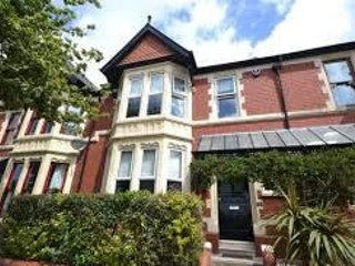 Stylish 3B house in upmarket area close to great parks, cafes & shops