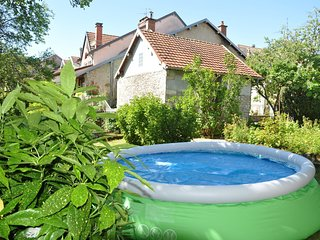 Bright house with pool in Ornans