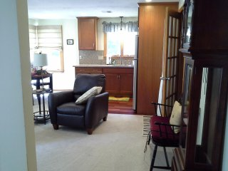 Furnished 1 BR Apt. Corporate Rental Close to Rts. 495, 95 and 24