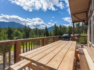 Two spacious chalets w/ beautiful mountain views, close to Glacier National Park