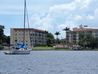 Beautiful Waterfront Condo In Bradenton Florida, close to everything!
