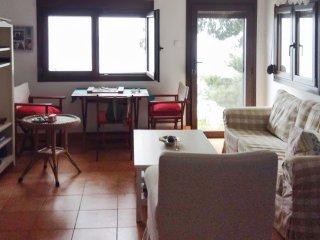 Sunny apartment w/ beach access