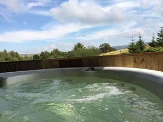 Mallard Lodge - Luxury Lake District Log Cabin, mountain views, private Hot Tub